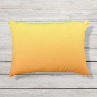 Almohada al aire libre amarilla y anaranjada de cojín exterior