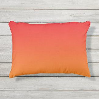 Almohada al aire libre roja y anaranjada de Ombre Cojín De Exterior
