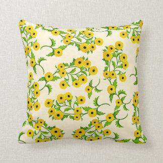 Almohada amarilla de los crisantemos del botón