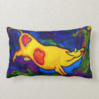 Almohada amarilla del diseñador de la vaca