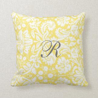 Almohada amarilla del monograma del modelo del dam