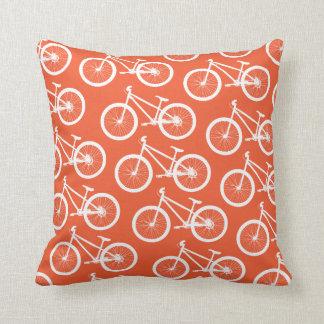 Almohada anaranjada de la bicicleta del fuego