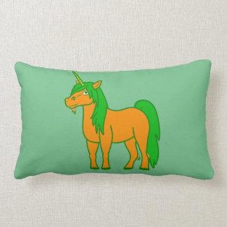 Almohada anaranjada del rectángulo del unicornio