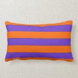 Almohada anaranjada y púrpura