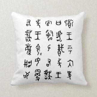 Almohada antigua de los caracteres chinos del