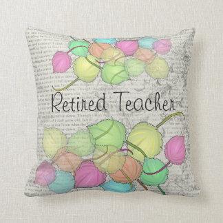 Almohada artsy jubilada de las hojas del profesor