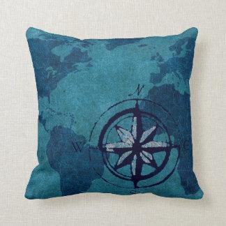 Almohada azul de la decoración del mapa del mundo