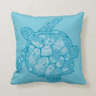 Almohada azul de la tortuga de mar del batik