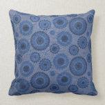 Almohada azul de los círculos del vintage