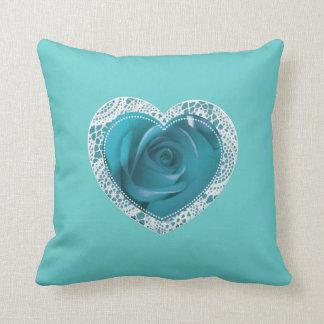 Almohada azul del corazón del cordón