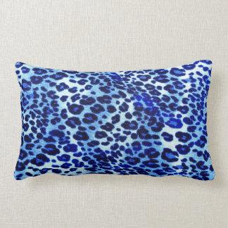 Almohada azul del estampado leopardo