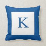Almohada azul del monograma