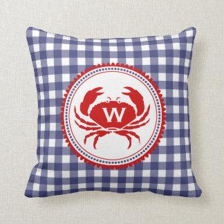 Almohada azul del monograma de la guinga y del