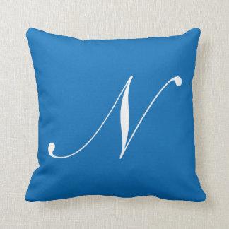 Almohada azul del monograma de la letra N Cojín Decorativo