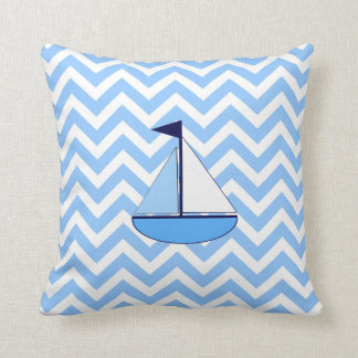 Almohada azul del velero de Chevron (zigzag) Cojín Decorativo