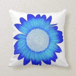 Almohada azul eléctrica de la flor
