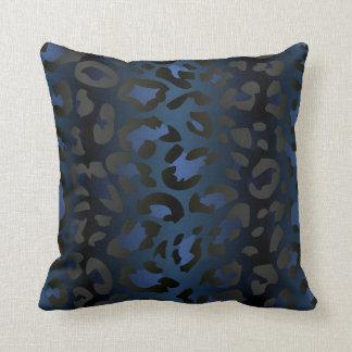 Almohada azul metálica de la piel del leopardo