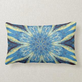 Almohada azul y amarilla