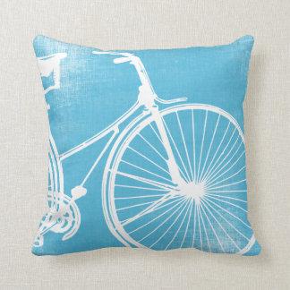 Almohada azul y blanca de la bicicleta