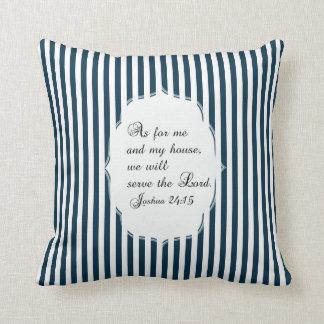 Almohada azul y blanca del verso de la biblia del