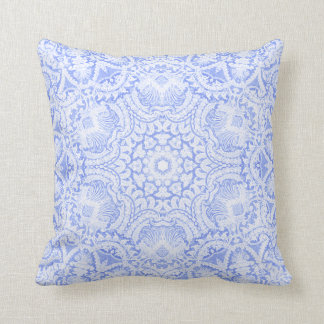 Almohada barroca azul elegante del cordón