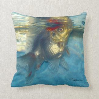 Almohada blanca de los pescados del Goldfish