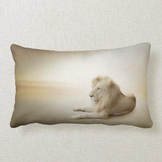 Almohada blanca del Lumbar del león