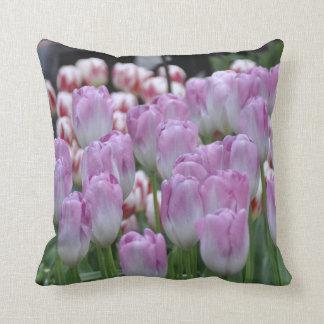 Almohada blanca púrpura del tulipán de Lavander de
