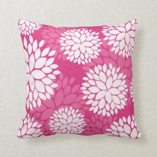 Almohada blanca rosada del estampado de flores