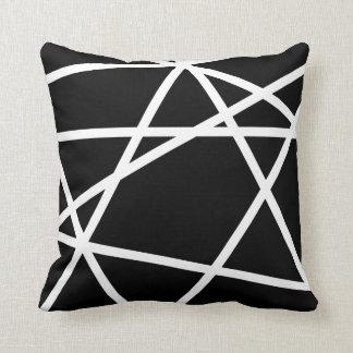 Almohada blanco y negro