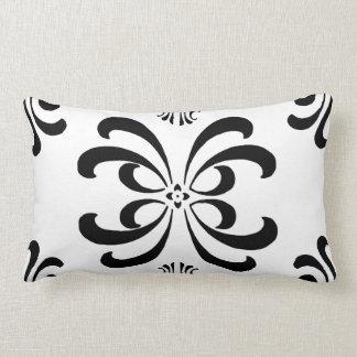Almohada blanco y negro de la decoración del