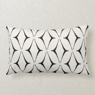 Almohada blanco y negro decorativa elegante