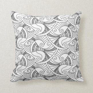 almohada blanco y negro del modelo el | de los