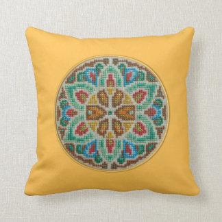 Almohada bordada puntada cruzada hecha a mano
