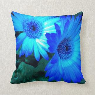 Almohada brillante de las margaritas azules
