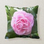 Almohada - camelia del rosa color de rosa