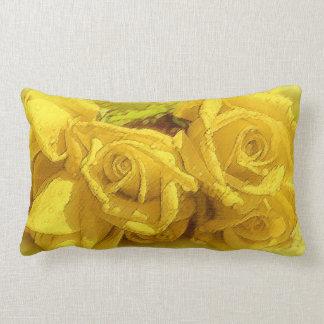 Almohada clásica amarilla brillante de los rosas
