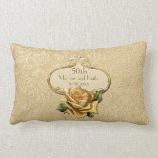 Almohada color de rosa de oro del aniversario de