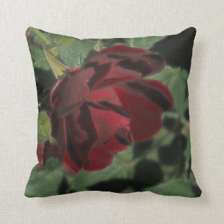 Almohada color de rosa rojo oscuro