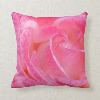 Almohada color de rosa rosada