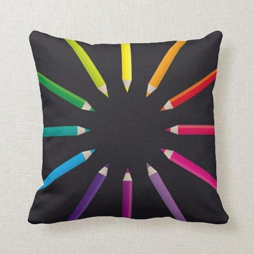 Almohada coloreada de los lápices