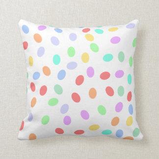 Almohada coloreada de los puntos