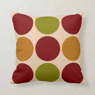 Almohada colorida grande de los puntos