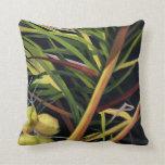 Almohada con diseño tropical