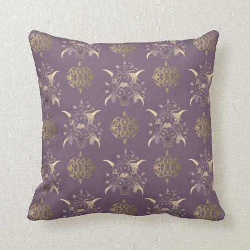 Almohada con el ornamento decorativo