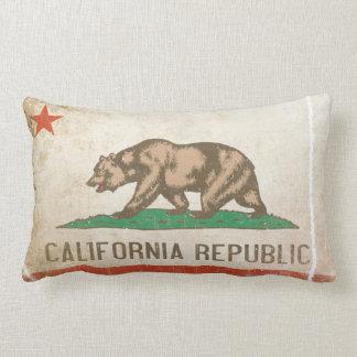 Almohada con la bandera apenada de California