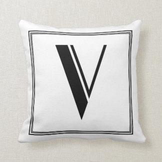 Almohada con monograma de la letra V del art déco
