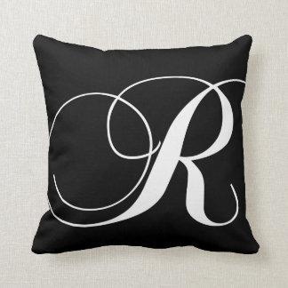 Almohada con monograma del diseñador blanco negro cojín decorativo