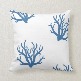 Almohada costera coralina azul del lanzamiento