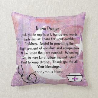 Almohada cristiana del rezo de la enfermera